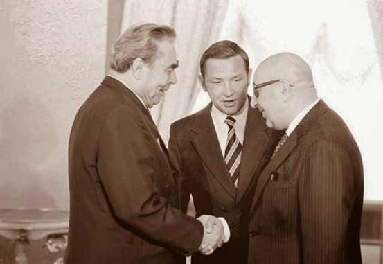 Davut Han, SSCB lideri Brejnev ile…