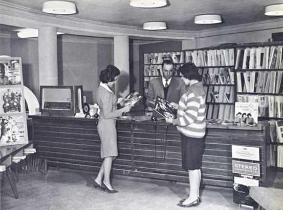 1950'lerde Kabil'deki bir plak dükkanı