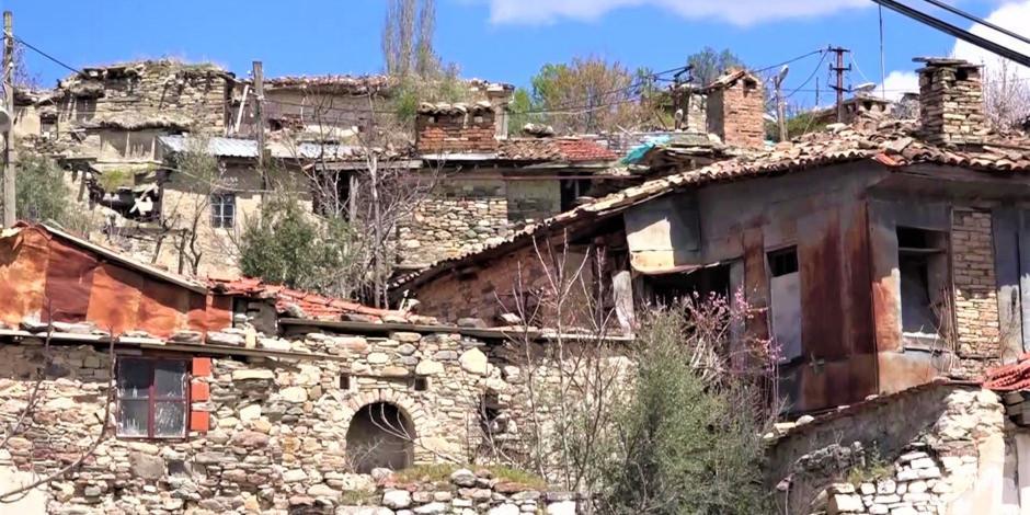 Bu mahalle binlerce yıllık antik kentin üzerinde kurulu