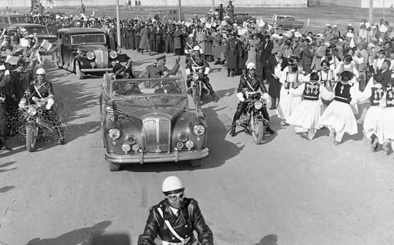 ABD'nin en anti-komünist başkanı Eisenhower, 1959'da Kabil'de Muhammed Zahir Şah ile tur atarken…