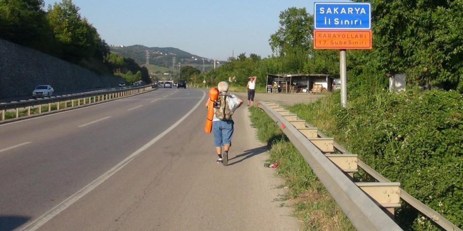 65 yaşındaki gezgin, 5 yıldır yürüyerek seyahat ediyor