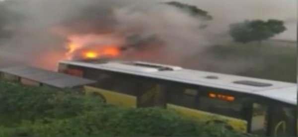 Küçükçekmece'de İETT otobüsü alev alev yandı