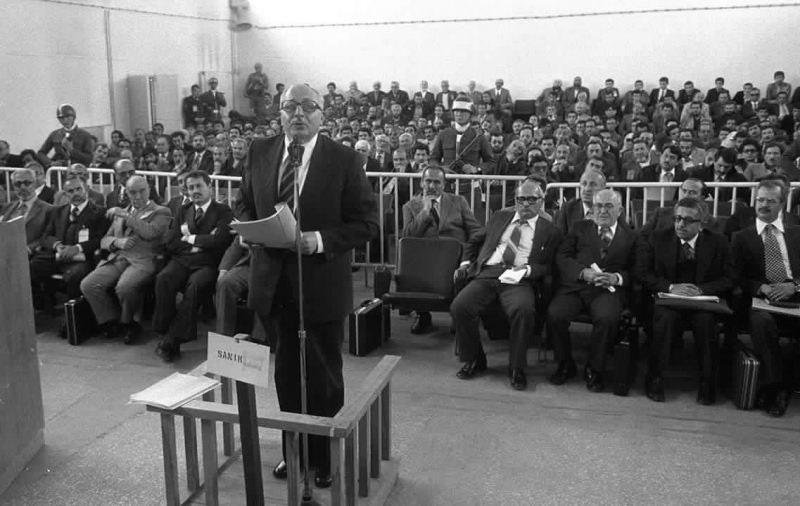 Necmettin Erbakan ve 33 arkadaşı sıkıyönetim mahkemesinde.