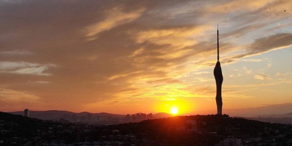 Çamlıca Kulesi ile gün doğumunun muhteşem birleşimi