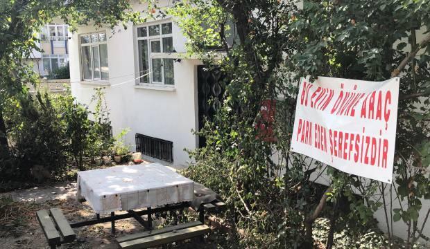 Komşularına kızıp pankart astı, görenler şaştı kaldı