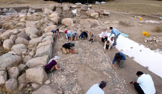 Yozgat'ta 3 bin 500 yıllık mozaik bulundu! Bilinen en eski mozaik olabilir
