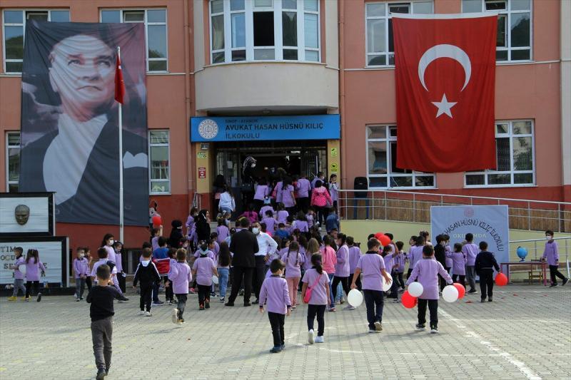 Okullar kapanacak mı? Bakan Özer'den ezber bozan sözler!