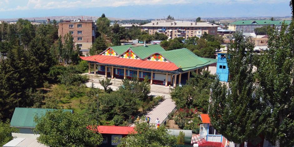 """Kırgızistan'ın """"çivisiz"""" tek camisi ihtişamıyla göz kamaştırıyor"""