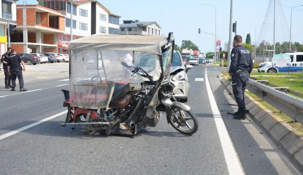 Ünye'de engelli araçla otomobil çarpıştı!
