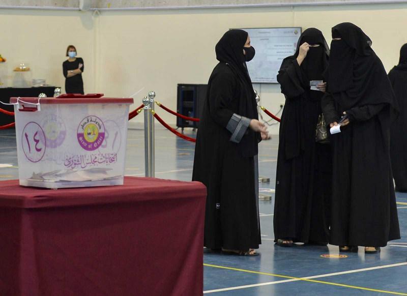 Katar'da ilk kez düzenlenen Şura Meclisi seçimleri için halk, saat 08.00'den itibaren oy kullanmak için sandık başına gitti. Körfez ülkesi Katar'da ilk kez milletvekili seçimleri yapıldı