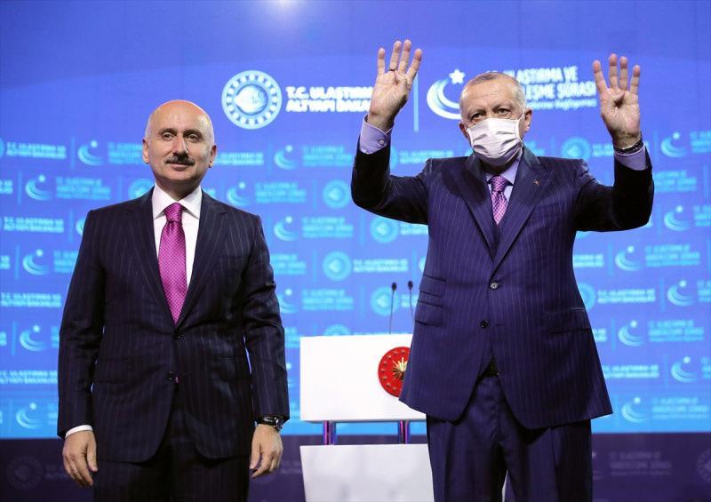 Cumhurbaşkanı Recep Tayyip Erdoğan ve Ulaştırma ve Altyapı Bakanı Adil Karaismailoğlu, 12. Ulaştırma ve Haberleşme Şurası'nda bir araya geldi.