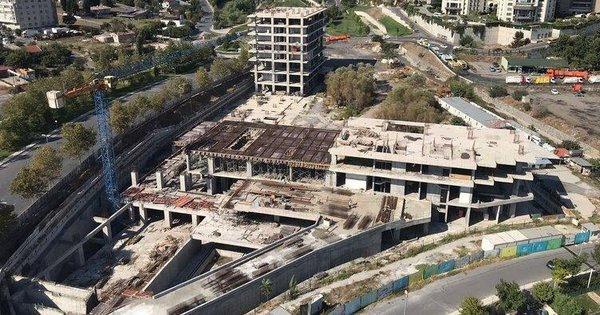 CHP'li belediyenin yarım bıraktığı Küçükçekmece Atakent Mahallesi Gençlik Merkezi ve Yurt Projesi alanı.
