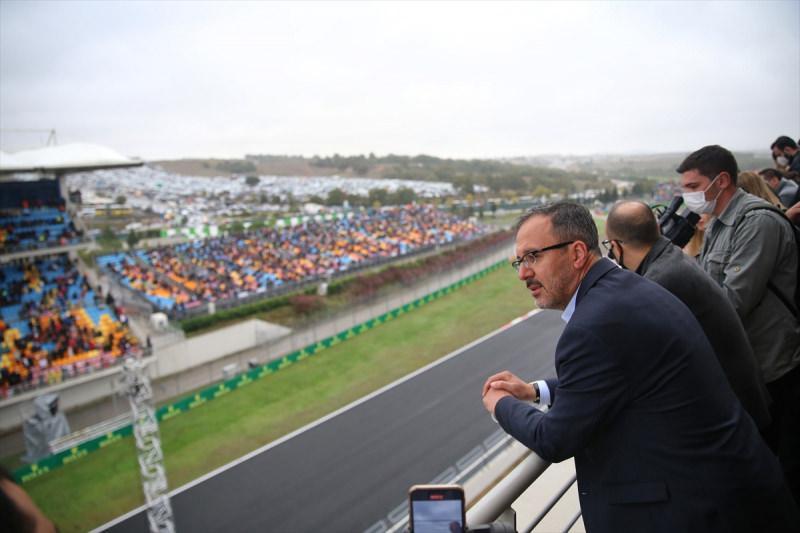 Gençlik ve Spor Bakanı Mehmet Muharrem Kasapoğlu, İstanbul Park'ta gerçekleştirilen Formula 1 Dünya Şampiyonası Türkiye Grand Prix'sini izledi.