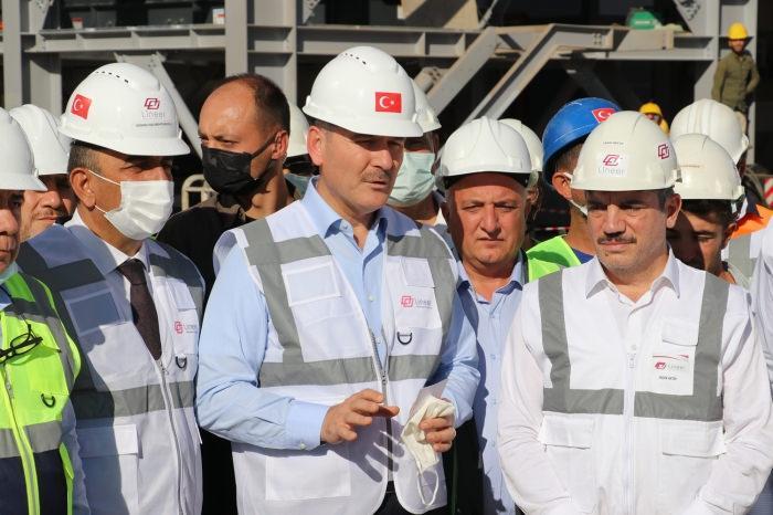 İçişleri Bakanı Süleyman Soylu, Siirt'te yapımı süren çinko izabe tesisini ziyaret etti.
