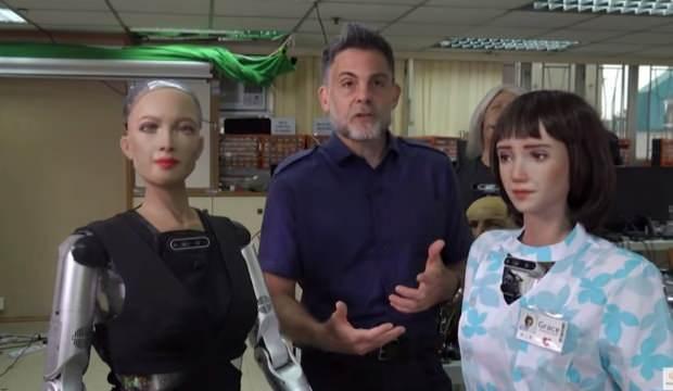 Robot Sophia kendisi gibi robot olan kardeşiyle böyle konuştu