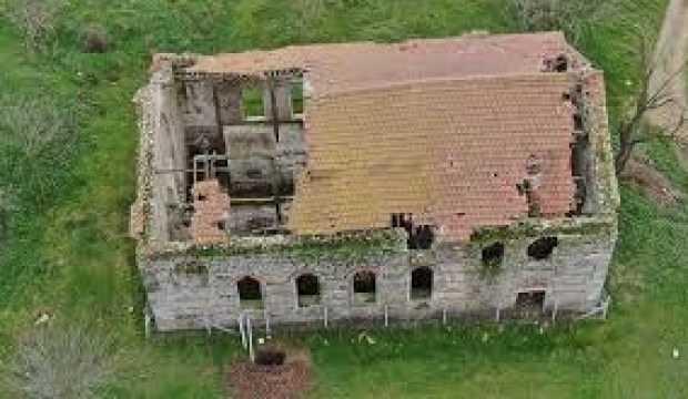 Tarihi kiliseyi talan ettiler! Kazılmadık yer bırakmadılar