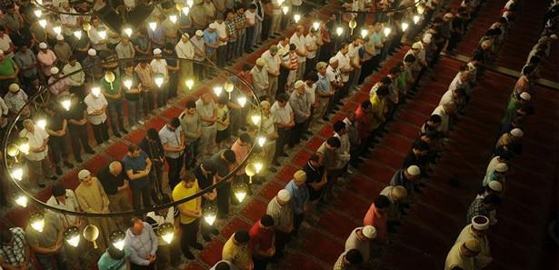 4 bakan Diyarbakır'da birlikte teravih kıldı