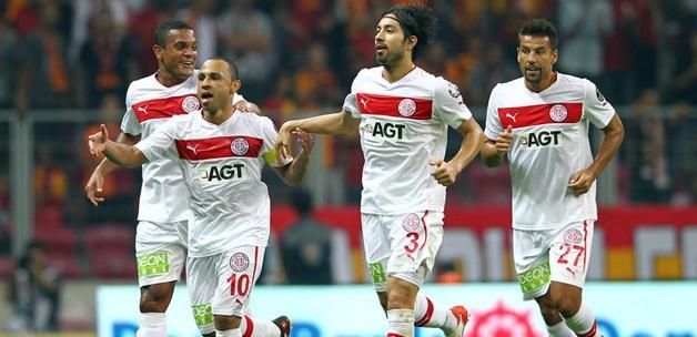 Antalyaspor sözleşmesini fesh etti!