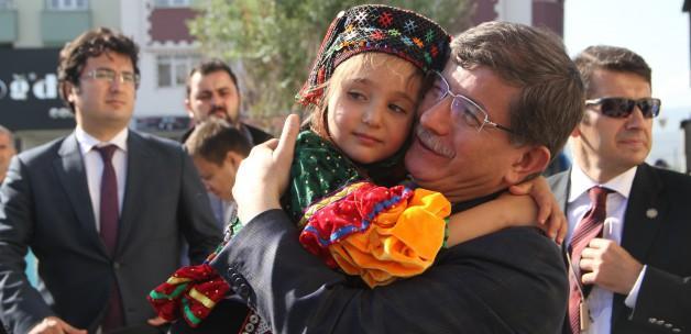 Davutoğlu'na Ardahan'da büyük sevgi