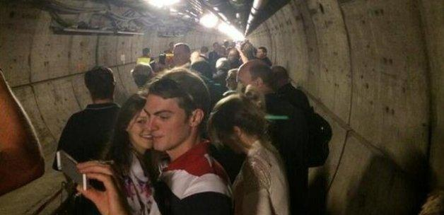 400 yolcu tünelin içinde sıkışıp kaldı