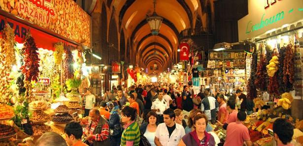 İstanbul'da bayram alışverişi yoğunluğu yaşanıyor
