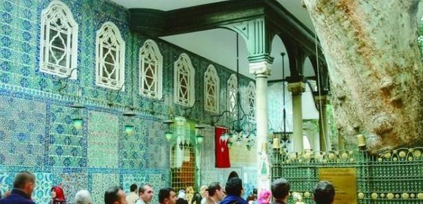 Eyüp Sultan türbesine 1 günde 45 bin ziyaretçi