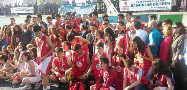 Gaziosmanpaşa'da şampiyonlar ödül aldı