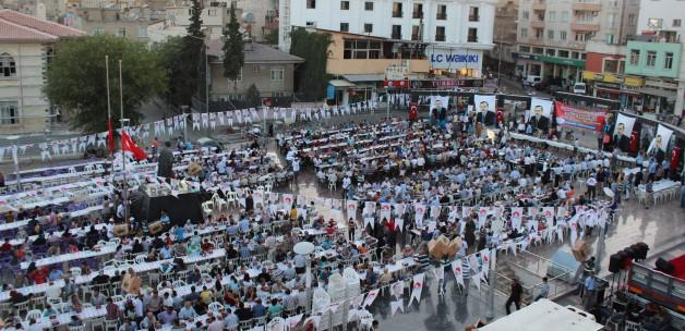 Maliye Bakanı Şimşek 5 bin kişi ile iftar etti