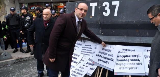 """MHP'den """"Çırılçıplak"""" sergisine protesto"""