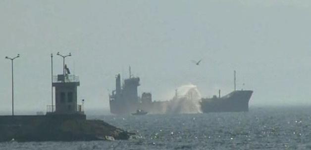 Yük gemisi Ege Denizi'nde karaya oturdu
