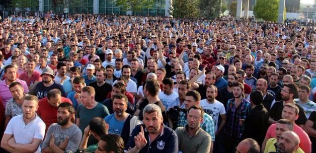 Renault işçileri eyleme devam kararı aldı