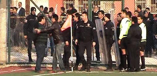 Urfa'da olaylı maç! Taraftarlar oyunculara saldırdı