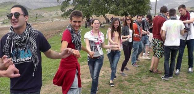 Yabancı öğrenciler Cudi'de halay çekti