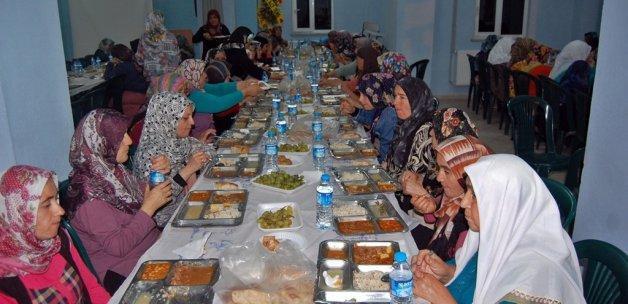 Zonguldak'ta yetim çocuklara iftar yemeği