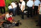 Yolda yürüyen turistlere otomobil çarptı: 2 yaralı