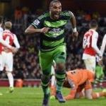 Arsenal evinde fırsat tepti