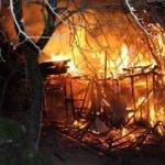3 katlı ahşap bina alev alev yandı