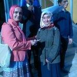 Beyşehir'de kitap okuyan veliler ödüllendirildi