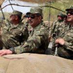 Azerbaycan Savunma Bakanı sınır hattında