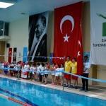 """Eskişehir'de """"23 Nisan Çocuk Şenliği Yüzme Yarışları"""" yapıldı"""