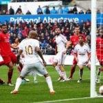 Liverpool deplasmanda dağıldı!