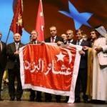 Zaferi kazanan 6. Ordu Sancağı Erdoğan'a verildi