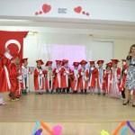 Aksaray'da minik öğrencilerin mezuniyet sevinci