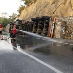 Sakarya'da süt tankeri devrildi: 1ölü