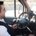 AK Partili Başkan Karaaslan dolmuş şoförlüğü yaptı