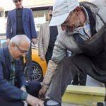 Bakan Elvan boyacının ayakkabılarını boyadı