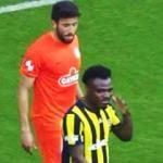 Emenike'den Iraklı futbolcuya ırkçı hareket!