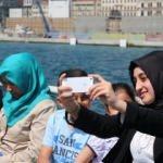 Şehrin stresini Boğaz Turu'nda atıyor