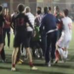 Yeşil saha ringe döndü: Oyuncular birbirine girdi