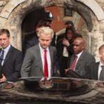 Hollanda yönetimi ırkçı Wilders'a darbe indirdi!